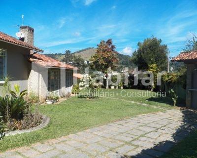 Casa linear com jardim em Nogueira