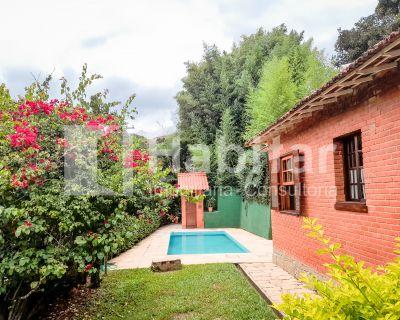 Excelente casa linear em área nobre de Itaipava.